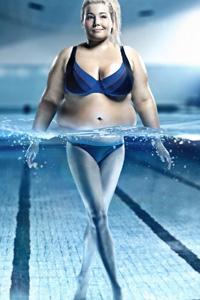 Весёлая тренировка в бассейне