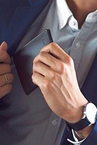 Мужское портмоне – символ состоятельности и успешности
