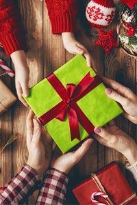 Как подобрать подарок женщине-начальнице на Новый год