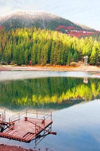 Синевир - найглибше гірське озеро України