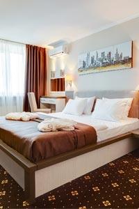 Киян та гостей Києва запрошує готель Братислава