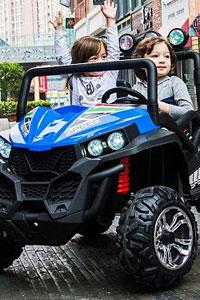 Дитячий електромобіль: чому вони так подобаються малюкам