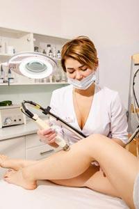 Лазерная эпиляция ног и зоны бикини: какие особенности нужно знать