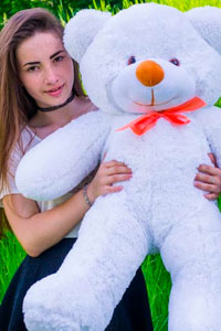 Чем больше плюшевый медведь, тем больше от него радости!