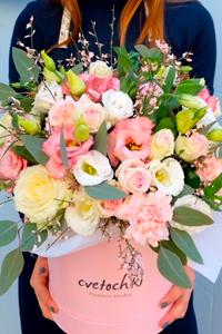 Цветы в шляпных коробках - новый тренд во флористике