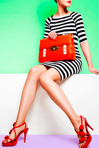 Гардероб модницы: с чем носить оранжевую сумку?