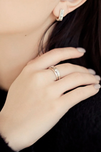 Серебряные украшения подчеркивают индивидуальность