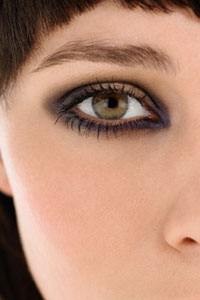 Убрать мешки под глазами с помощью массажа