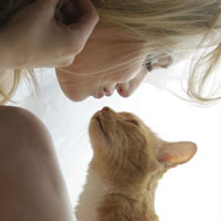 Чего хочет женщина от любимого на 8 Марта? О мечтах, котах и диванной обивке