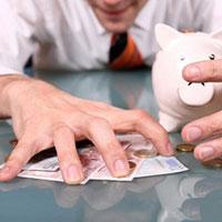 Кошелек или жизнь: почему муж не дает денег