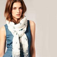 Советы стилистов: как носить платок на шее