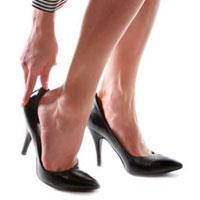Неудобная обувь может быть причиной головной боли