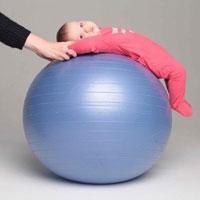 Гармоничное развитие: фитбол для грудничков