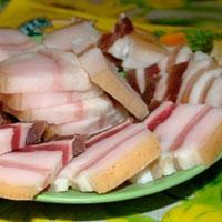 Вредно ли свиное сало для здоровья женщины