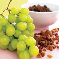 Чем полезны плоды винограда и почему не стоит налегать на изюм