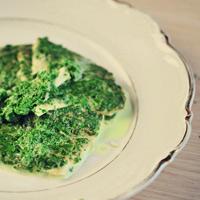 Как приготовить зеленый омлет со сливочным соусом