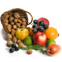 Салат, фрукты и орехи очищают организм
