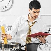 Как ненадолго и без последствий оставить мужчину на кухне
