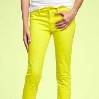 В моде джинсы всех цветов радуги