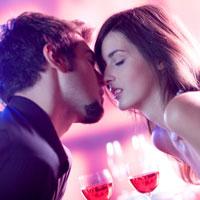 Как женщине привнести романтику в отношения