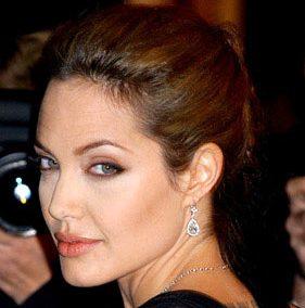 Анджелина Джоли шокировала светских хроникёров на кинофестивале в Сараево