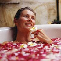 Розовые лепестки: ванны, чай, ароматическое масло...
