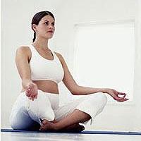 6 упражнений из йоги, которые помогут избавиться от головной боли