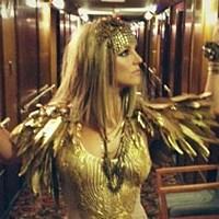 Блондинка Бритни Спирс вживается в образ Клеопатры для Elizabeth Arden