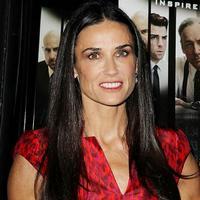 Окружение Деми Мур не приветствует желание актрисы усыновить ребёнка