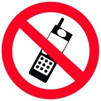 Врачи не рекомендуют разговаривать по мобильному телефону дольше 15 минут в день