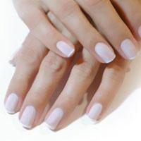 3 причини появи білих плям на нігтях