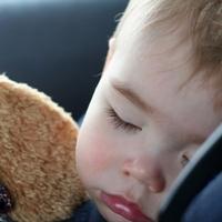 Что делать, если ребёнка укачивает в машине