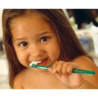 Какой должна быть первая зубная щётка