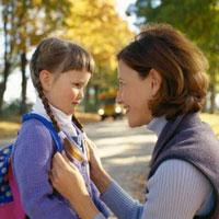 Прогулки с ребёнком по осеннему парку: во что играть и что рассказать
