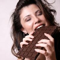 Употребление сладостей на рабочем месте мешает хорошо работать