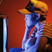 Телевизор способствует ожирению и плохому развитию речи у детей