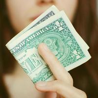 Ребёнок и культ денег: как не вырастить потребителя