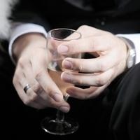 Мужской алкоголизм в семье: как с ним бороться