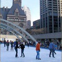 Не хотите прогуляться по Торонто?