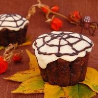 Угощение к Хэллоуину: капкейки с паутиной