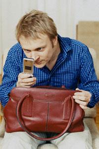 Таємниці подружнього мобільника можуть призвести до серйозних проблем з психікою