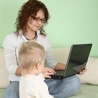 Советы мамам: как делать неотложные дела и заниматься с ребёнком