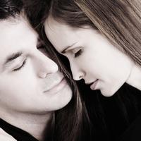 10 признаков влюблённого мужчины