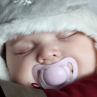 Как одевают новорождённых для прогулки в зимнее время
