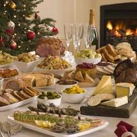 Новогоднее застолье: чем грозит переедание