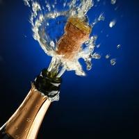Как вести себя за новогодним столом, или Несколько мифов о шампанском