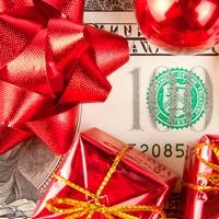 Деньги - самый желанный новогодний подарок