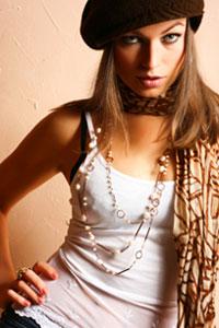 Гламурная девушка - это девушка, эффектная, красивая и шикарная.