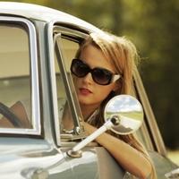 Вечная тема: женщина и автомобиль