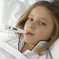 Как правильно сбивать температуру ребёнку